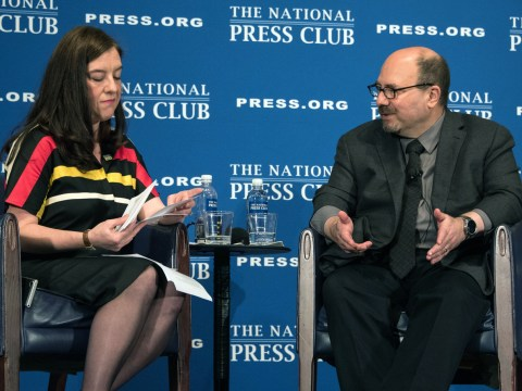 Craig Newmark being interviewed by National Press Club President Andrea Edney, September 2018 (Photo/Al Teich)