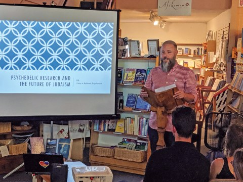 "Rabbi Zac Kamenetz speaking about ""Psychedelic Research and the Future of Judaism"" at Afikomen Judaica, Aug. 14, 2019 (Photo/David A.M. Wilensky)"