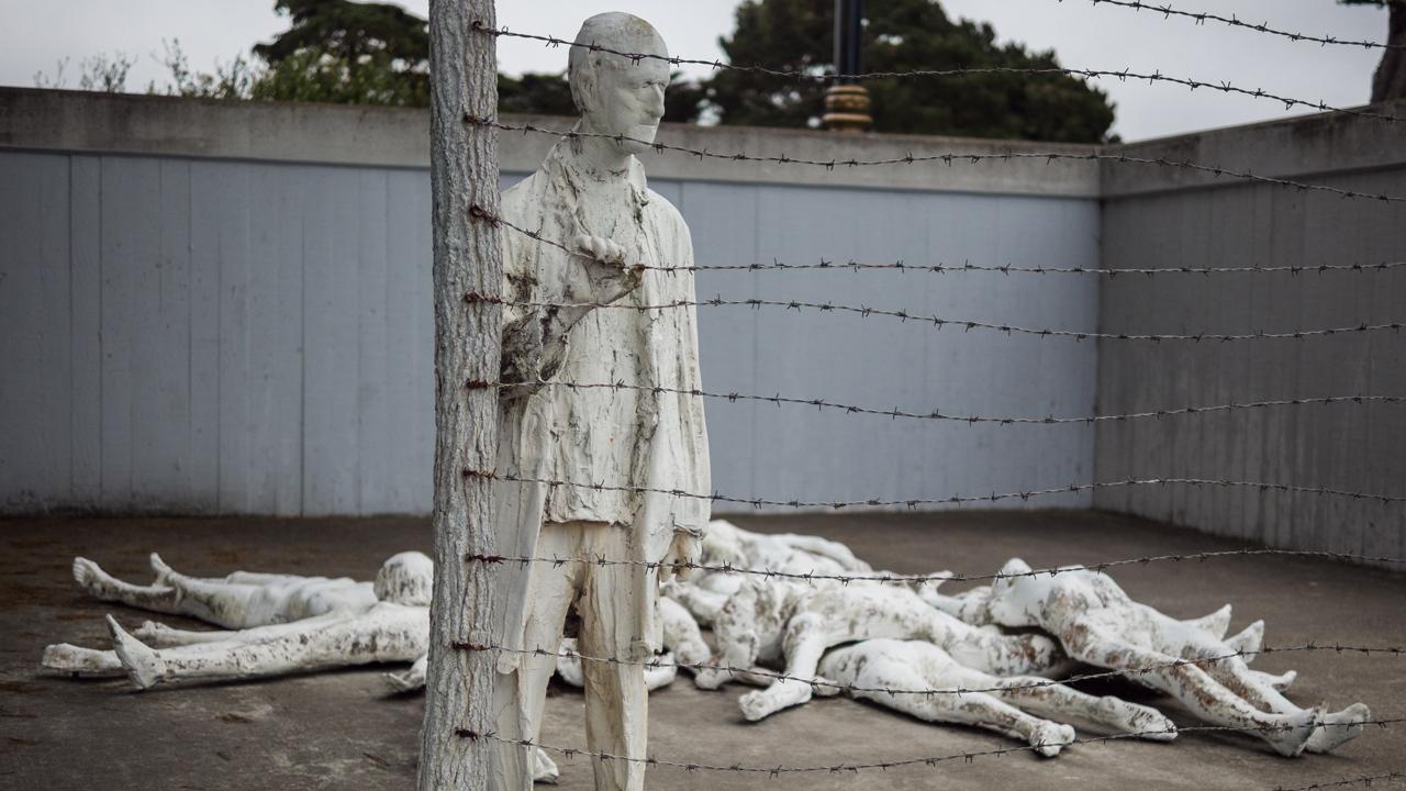 Как выглядят мемориалы жертвам Холокоста в мире (фото 13)