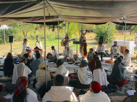 Services at Wilderness Torah's Rosh Hashanah retreat (Photo/Gabriel Greschler)