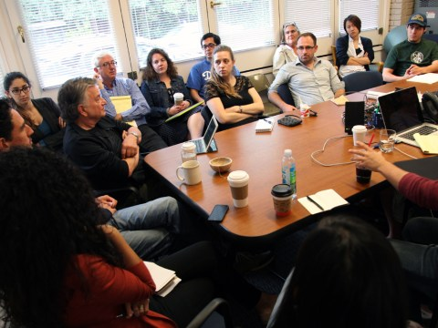 Lowell Bergman at the Investigative Reporting Project with graduate students.