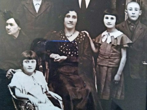 Helen Fixler (née Nudler), second from right, before the German occupation, with her parents, brothers and sister, and maternal grandmother.