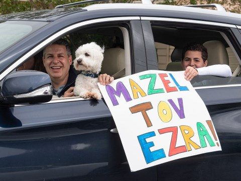 A carload of well-wishers. (Photo/Norm Levin)