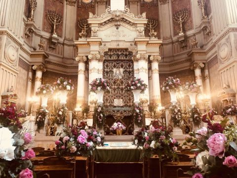 Flowers decorating the Great Synagogue of Rome, Italy in June 2019. (Photo/Courtesy of the Conference of European Rabbis)