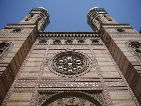 The Neolog Dohány Street Synagogue in Budapest, the largest synagogue in Europe. (Photo/Wikimedia-Zairon CC BA-SA 3.0)