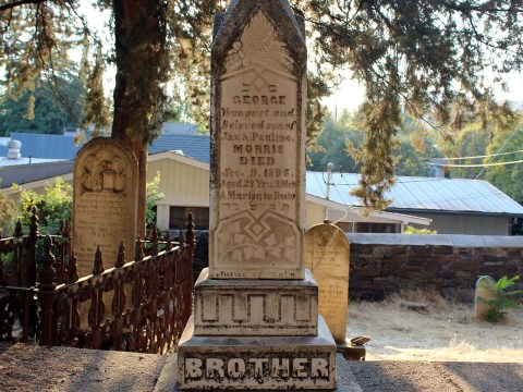 The grave of George Morris, whose family owned a store in the town of Chinese Camp, about 20 miles from Sonora. In 1895, an unknown assailant shot and killed Morris during a robbery of the store. (Photo/Gabriel Greschler)