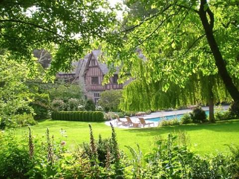 A lush Suzman garden in Hillsborough.