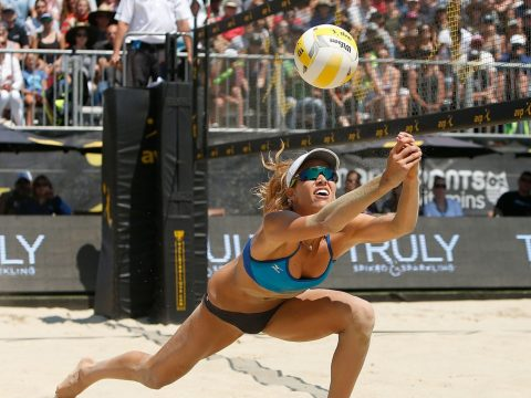 Alix Klineman digs the ball in the final of the AVP San Francisco Open, July 9, 2017. (Photo/JTA-Lachlan Cunningham-Getty Images)