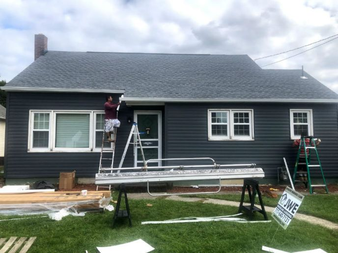 Our siding contractors install new vinyl dutch-lap siding by PlyGem Mastic Ovation. Hanover PA siding contractor JWE Remodeling and Roofing.