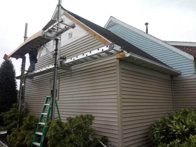 Gable fascia metal / rake metal. Siding contractor in Hanover PA JWE installs new vinyl siding in McSherrystown 17344