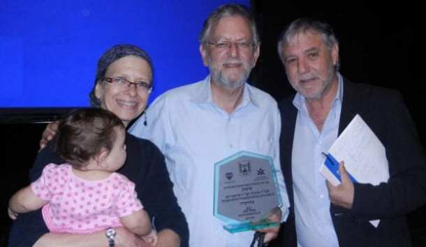 Frimet and Arnold Roth with Minister Meir Cohen