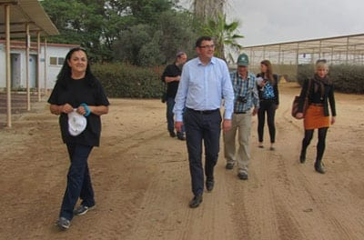 MP Daniel Andrews (center) tours the Besor R&D with his wife Catherine (far right),accompanied by R&D staffer Liana Granot (left). Photo: Tania Susskind