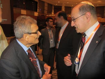 Nobel Prize Laureate Professor Amartya Sen [l] talks with Jeremy Jones