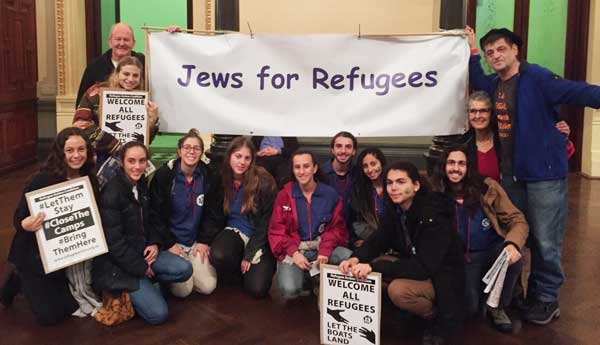 Jews-for-Refugees-at-rally-19-June