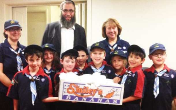 The Joeys and Leaders giving Rabbi Kastel the challas they baked for the Crisis Centre residents.