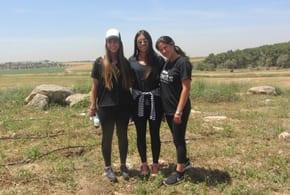 Dana, Jenna and Ariella  Phot: Tania Susskind