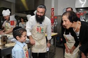 Rabbi DOv Slavin introduces NSW Governor Marie Bashit to his son Shlomo