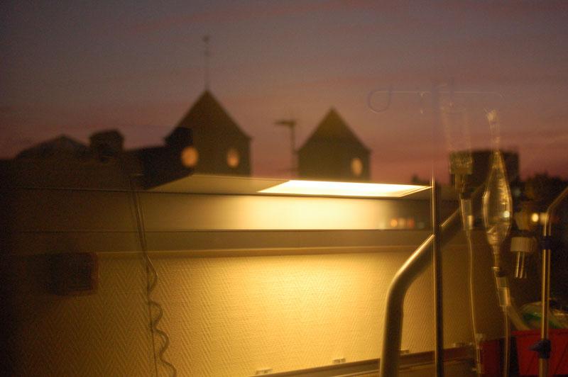 Par une fenêtre du CHU de Rouen