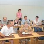 Virallinen kokous aloitettiin kahvilla.