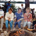 Kannonkoski Piispala 1991. Makkarangrillaajia ensimmäisillä sukujuhlilla.