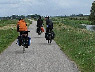 Seuran pyöräretkellä Hollannissa.