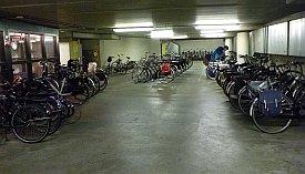 Ilmainen pyöräparkkihalli Hollannin Groningenissa.