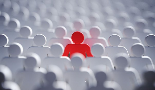 SEO for ecommerce: Solitary red figure in a crowd of white figures