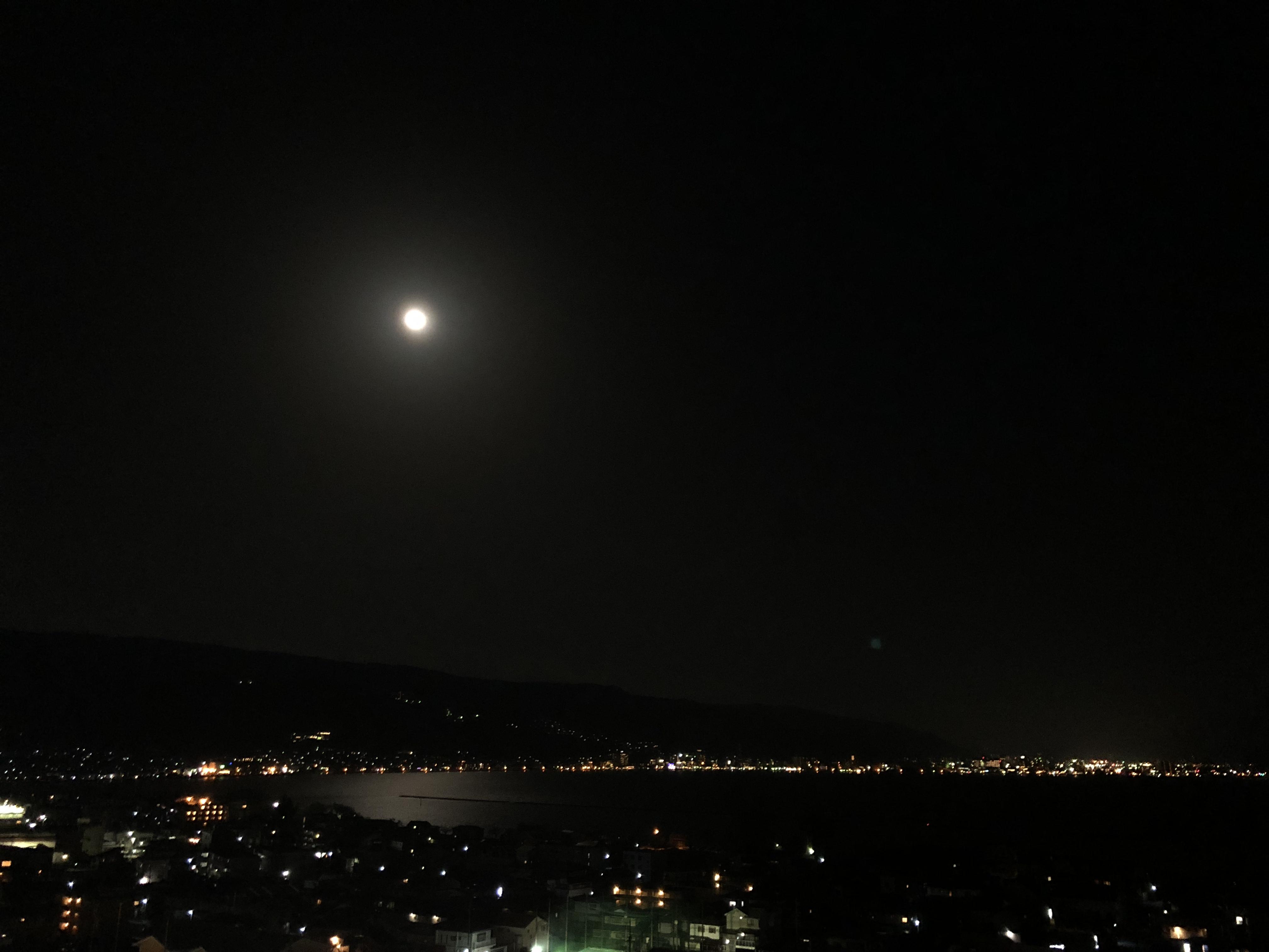 諏訪湖と満月