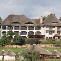 BIrd nest lodge lake bunyonyi