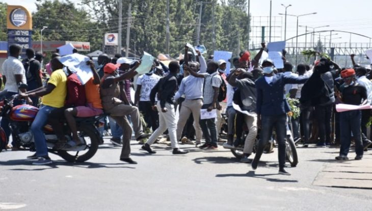 On Tuesday, January 5, the students took to the streets to demonstrate against increased insecurity in the area. [PHOTO: WYCLIFFE ODERA | K24 DIGITAL]