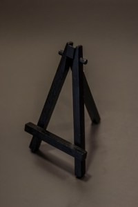 Empty Easel Photo courtesy of http://crazyideaphotography.com/
