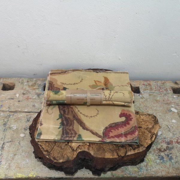 Wasdoek bloemmotief bruin, extra dik, 40 cm x 40 cm.