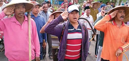 Warga-sipil-tampak-khidmat-mengikuti-upacara-peringatan-HUT-RI-ke-71-di-Dusun-Pasar,-Desa-Sumberarum,-Kecamatan-Songgon,-kemarin