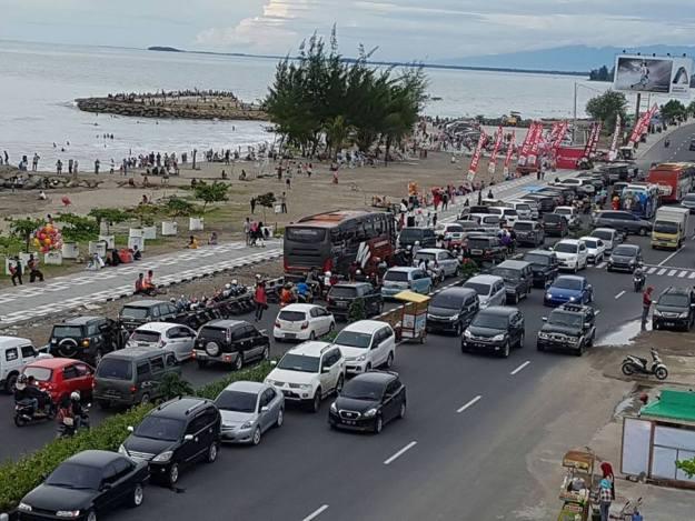 Pantai Padang dipadati wisatawan