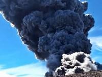 Gunung Marapi erupsi dan statusnya Waspada (level II) sejak 3/8/2011 hingga sekarang. @indahpeermatasariii