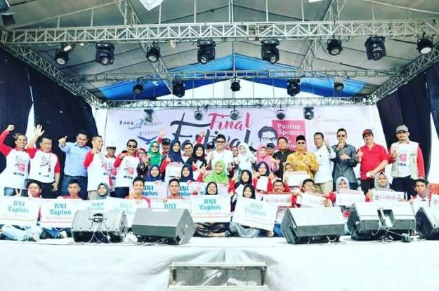 Para finalis dan pemenang Festival Pantun Spontan ala Irwan Prayitno. (FB.IP)