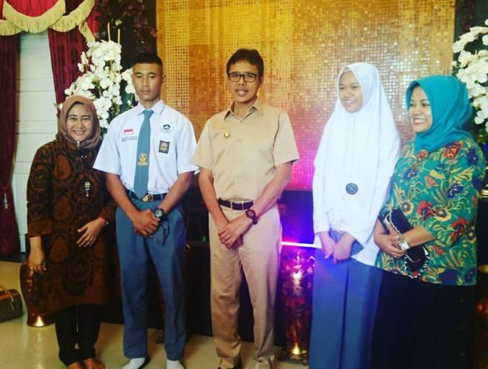 Wakil Sumatera Barat sebagai Paskibraka Nasional 2017 di Istana Merdeka bertemu Gubernur Sumbar Irwan Prayitno sebelum berangkat ke Jakarta.