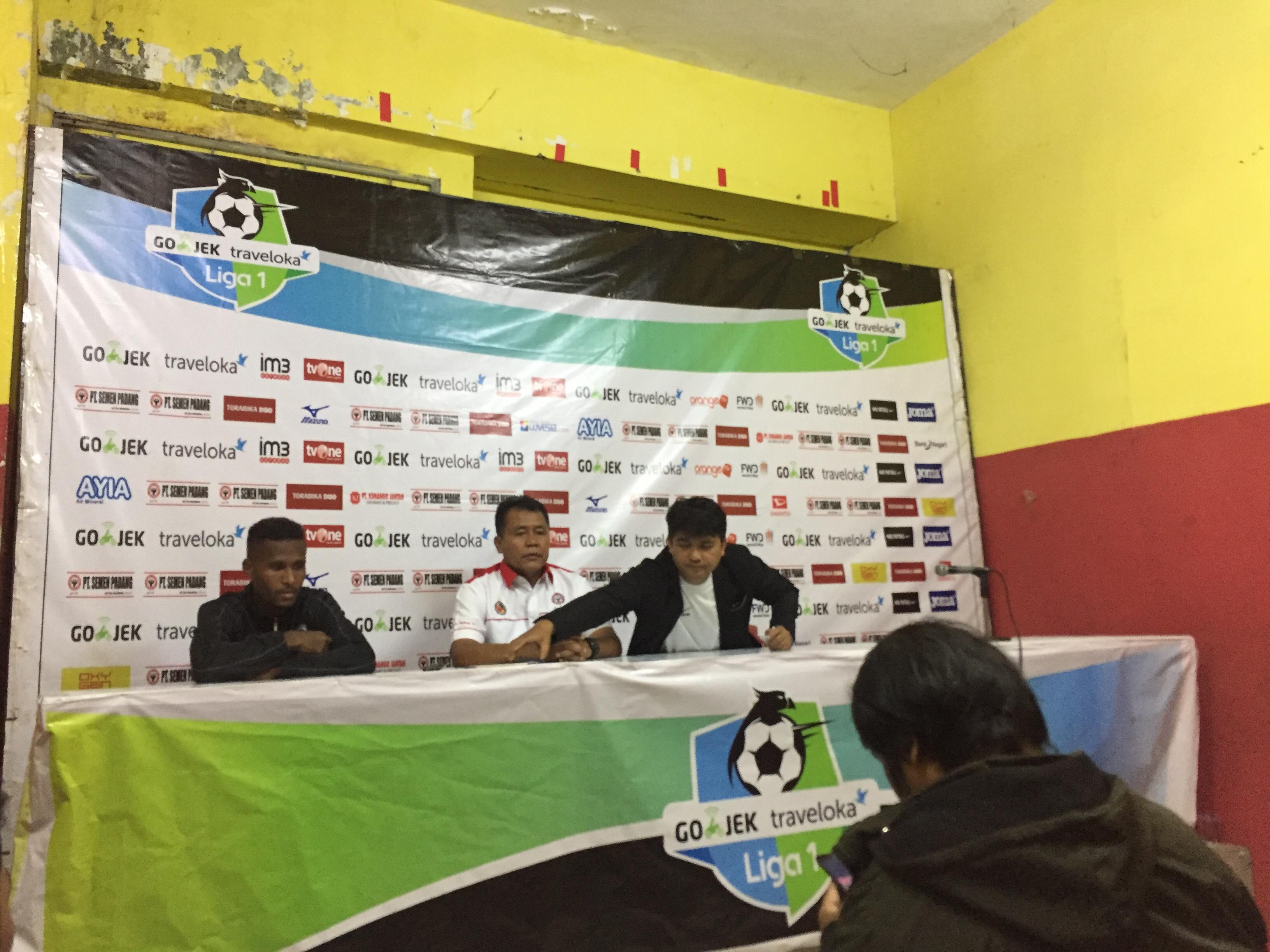 Konferensi pers usai laga Semen Padang FC melawan PS TNI di Stadion Agus Salim, Padang, Minggu sore.