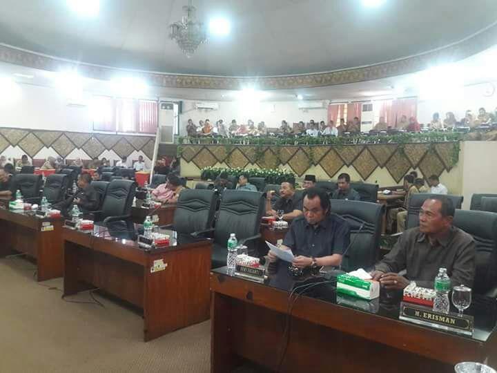 Paripurna DPRD Kota Padang terhadap nota penjelasan Pjs Walikota Padang di Gedung Bundar Sawahan Kota Padang, Senin (26/2/2018).