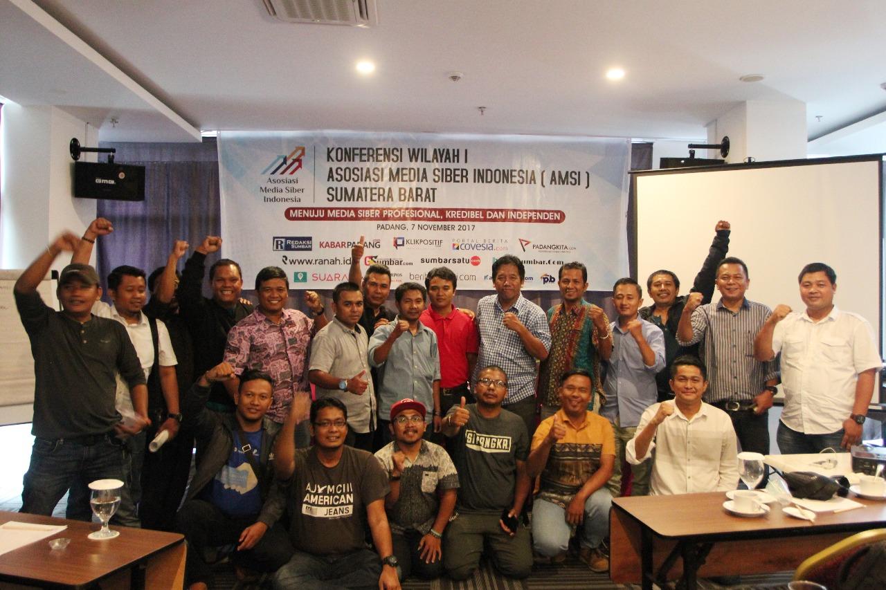 Konferensi Wilayah I Asosiasi Media Siber Indonesia (AMSI) Sumatera Barat di di Fave Hotel, Kota Padang, Selasa (7/11/2017).