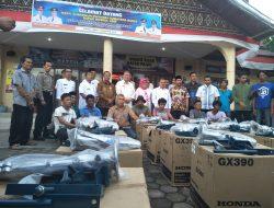 Pemprov Serahkan 19 Unit Mesin Long Tail Untuk Nelayan PadangPariaman