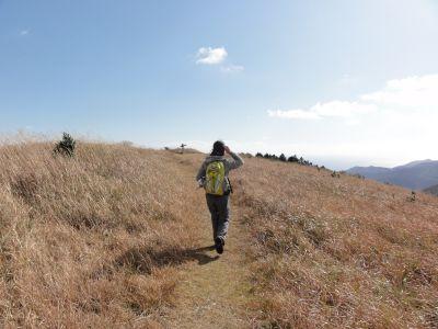 有明山山頂を歩く