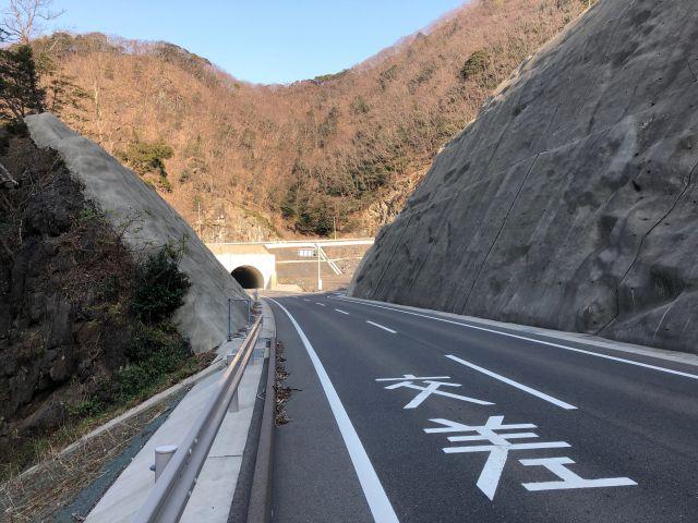 上県町のトンネル