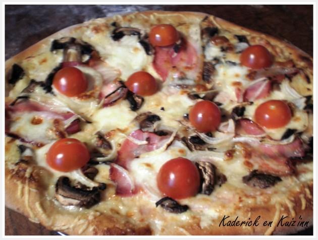 Dégustation pizza à la crème, champignon et mozzarella