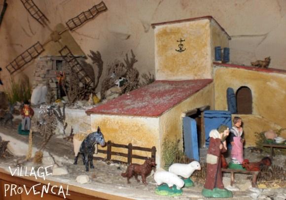 Traditons Provençales-Le village Provençal et sa crèche avec les santons
