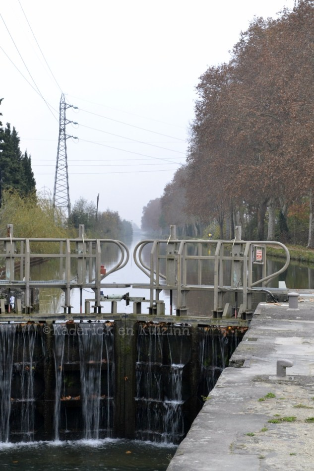L'écluse du canal du Midi bordé par les platanes pour le projet 52