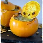 Cuisine saine et bio, des pommes d'or à la purée de carottes gratinées présentées sur une ardoise