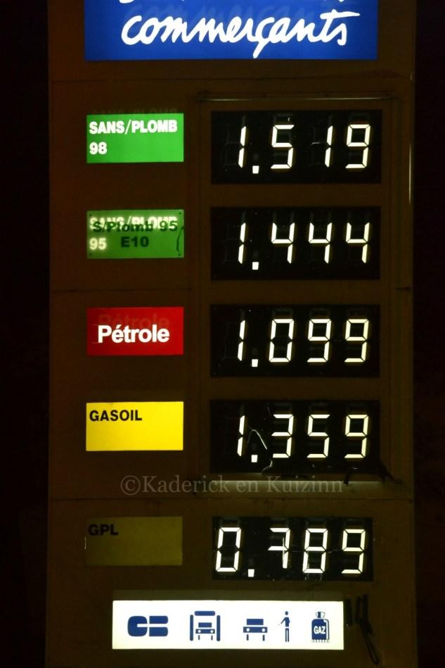 Photo du panneau des prix d'essence