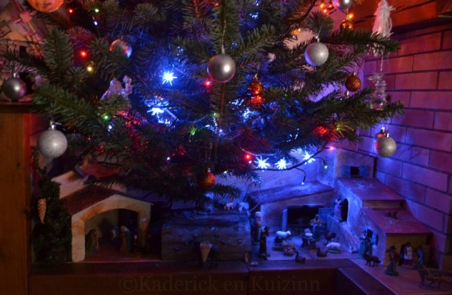 Photo du sapin de Noël décoré avec le mas et la crèche provençale pour le Projet 52