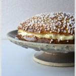 Recette de la Tarte Tropézienne sur son plat de présentation-Dessert